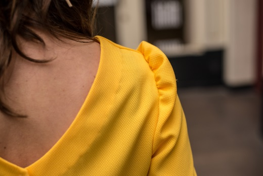 2019-03/chemisier-anna-yellow-jaune-dos-nu-bouton-made-in-france-mode-ethique-julie-laurent-2-